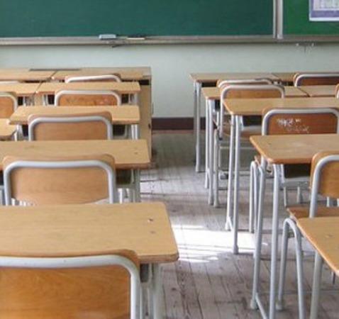 Posticipo dell'apertura delle scuole: gli insegnanti sono d'accordo, no dalla Regione