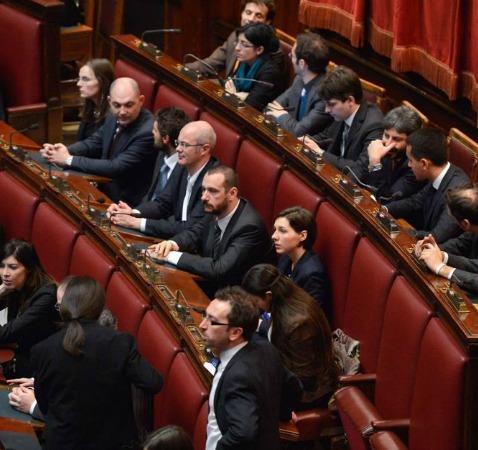 Il m5s perde pezzi in parlamento che senso ha oggi andare for Oggi in parlamento
