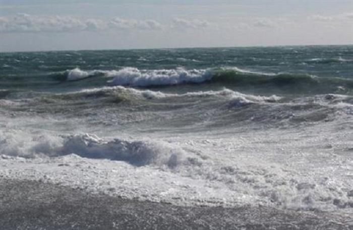 Mareggiate, vento di burrasca e temporali: la regione dirama l'allerta meteo