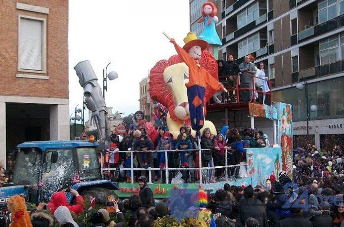 carri di carnevale a Latina