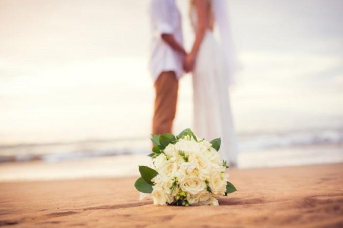 Matrimonio Sulla Spiaggia Gaeta : Matrimoni sulla spiaggia anche a gaeta via libera dal consiglio