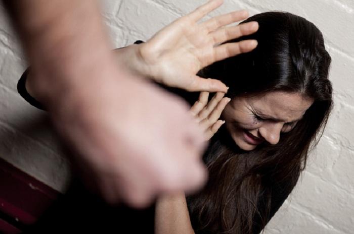 Latina, picchia con violenza la compagna davanti al bimbo di 2 anni: arrestato
