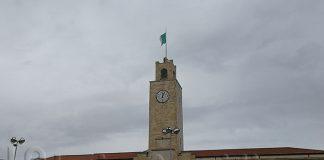 Comune Latina bandiera strappata