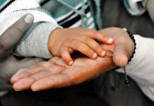 mani-adozione-internazionale