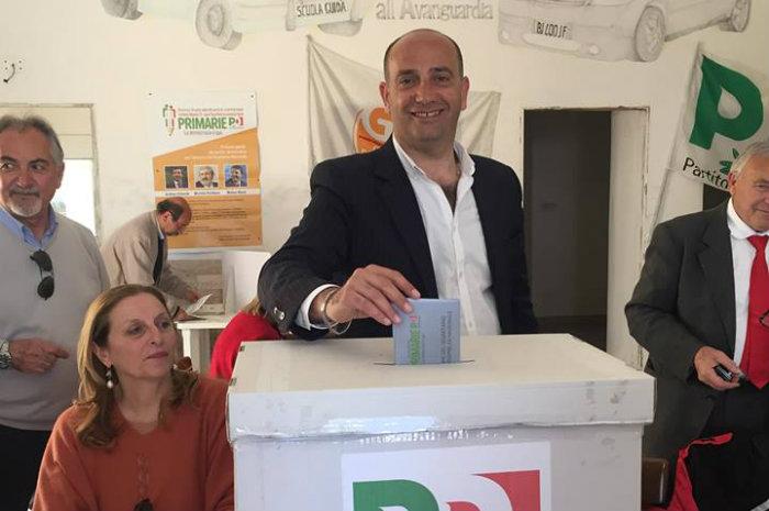 Il Pd perde un pezzo da novanta. Il sindaco di Minturno Stefanelli lascia il partito - LatinaQuotidiano.it