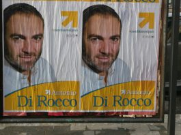 i manifesti elettorali affissi a Latina