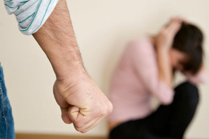 Maltrattamenti in famiglia: la polizia di Latina salva due giovani donne