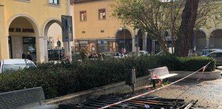 Aprilia incendio in piazza Roma