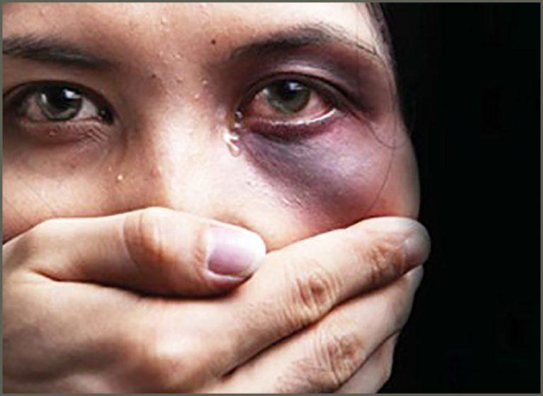 Fondi, sequestra la ex e la massacra di botte: 32enne condannato