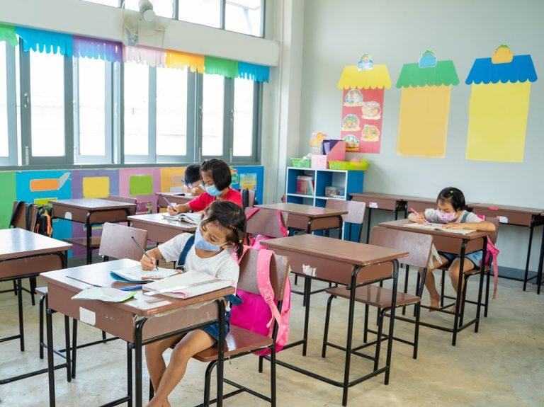 """Scuola, test salivari e """"vigilanti"""" nelle classi. Ecco come si torna a scuola in provincia di Latina"""