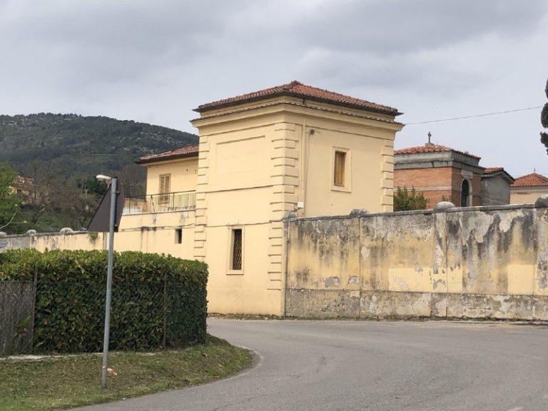 Cimitero di Sezze, Castaldi interrogato nega le accuse. Oggi torna in libertà