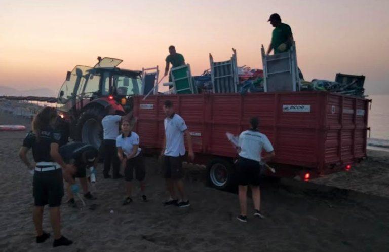 La Guardia Costiera libera altri 400 metri di spiaggia a Terracina