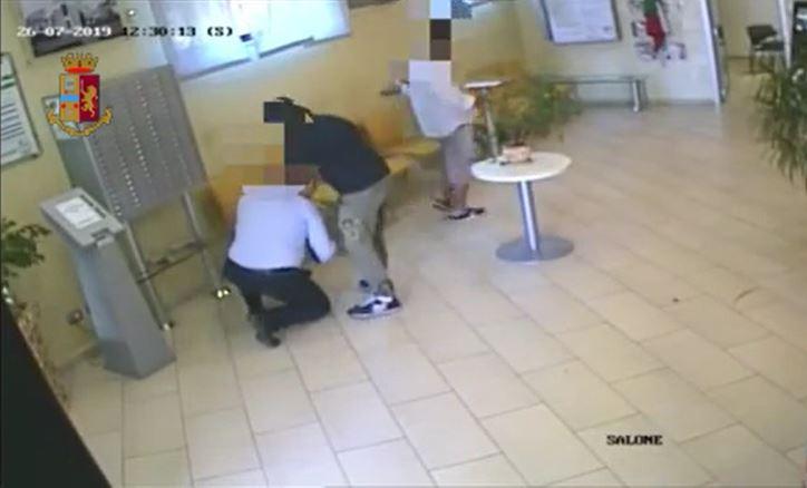 Sabaudia, rapina in banca: 2 arrestati muti dal giudice